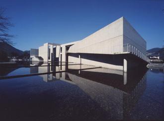 世界的建築家・安藤忠雄氏、現生徒数11人の小中学校新校舎を設計!総事業費7.9億円也www