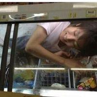 コンビニのアイス用冷凍庫に入る男また出現!ツイッターより炎上→ミニストップがお詫び発表へ - NAVER まとめ