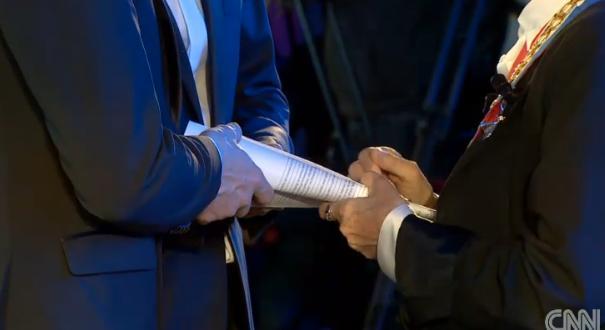 CNN.co.jp : フランスで初の同性婚、男性カップル 関連法の発効受け