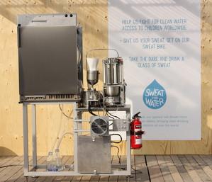 汗まみれのシャツから汗を絞り、飲料水に変える「Sweat Machine(汗マシン)」 ― ユニセフが開発 - えん食べ