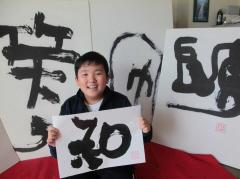 中学生書道家、東北で振るう希望の一筆  :日本経済新聞