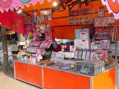 夏祭り、夜店のくじに当たりなし…1万円以上つぎ込んだ男性が警察に相談して発覚→露天商の男を逮捕