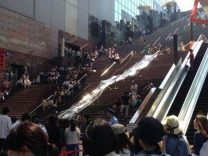 日本最速の流しそうめん、勢いありすぎて「飛ばしそうめん」に