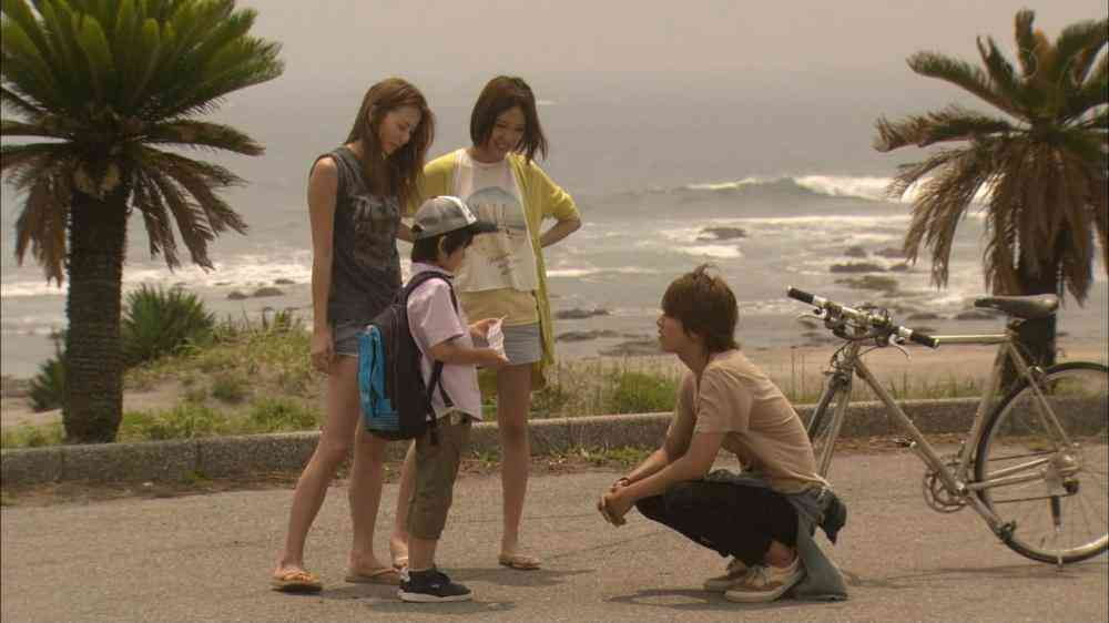 『SUMMER NUDE』での香里奈の生脚がキレイ