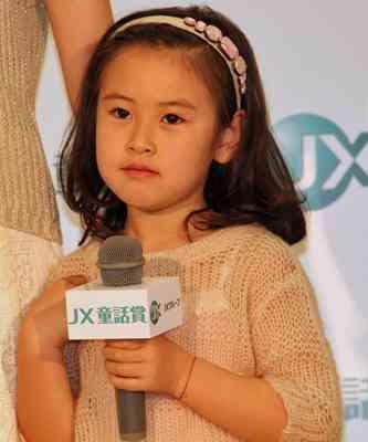 新山千春の娘・小春ちゃん(7歳)の成長ぶりをご覧ください