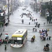 洪水で首都が完全に沈没しているのにフィリピン人が楽しみすぎている件 - NAVER まとめ