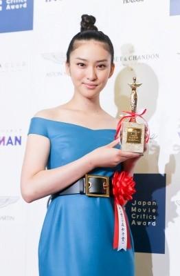 新CM女王・武井咲「イメージ調査では50位圏外なのに」続々仕事をゲットできちゃうワケ|ニュース&エンタメ情報『読めるモ』