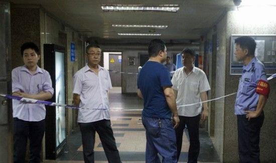 女性看護婦がエレベーター事故で死亡、女性が半分に切断される…。