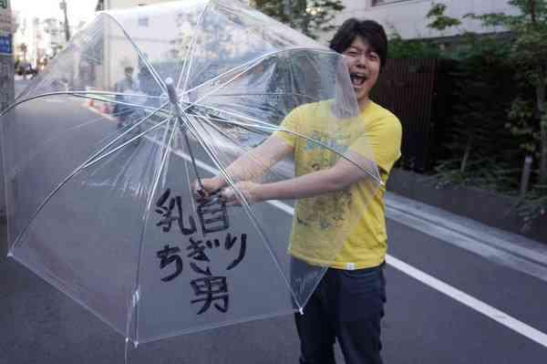 盗んだ落書き傘をツイッターに晒す→本来の持ち主が特定されて祭り状態!
