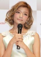ローラ、ブログで改めて謝罪。父に「日本に来て本当のことを話してもらいたい」