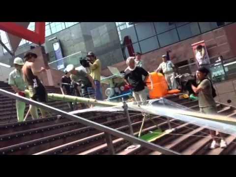 京都駅ビル階段流しそうめん7/1 - YouTube