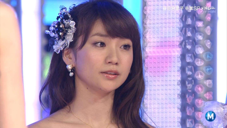 AKB48篠田麻里子、涙の「ミュージックステーション」最後の出演…タモリから花束贈呈