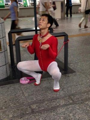 【閲覧注意】横浜駅にすごい人いたwww【Twitter炎上】 - NAVER まとめ