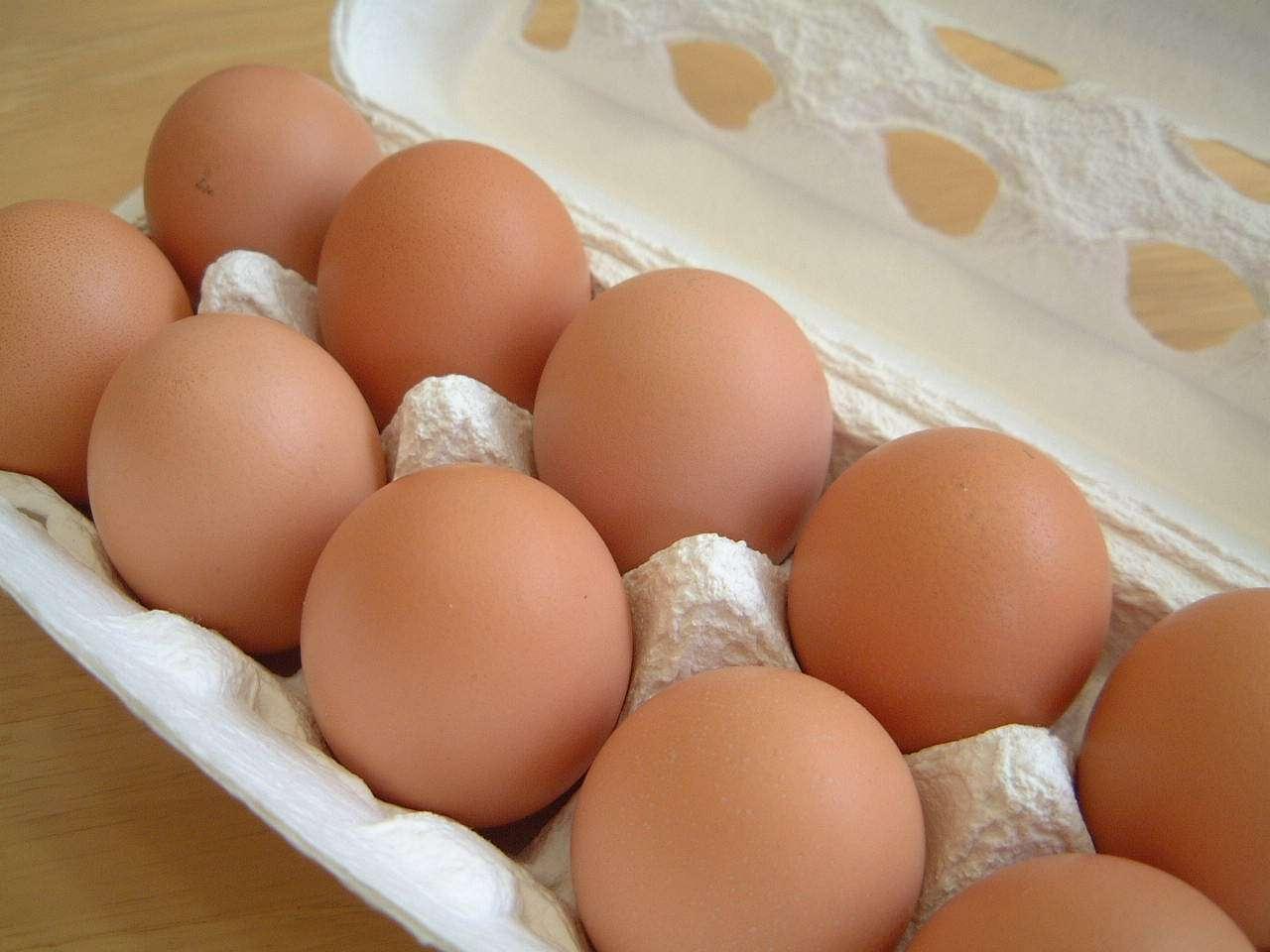 炎天下の車中に卵を放置で立派な温泉卵になったと話題に