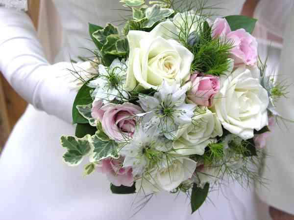 結婚式での出来事(サプライズやハプニング、面白エピソード)