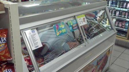 【あのバカ息子は今何思う?】 「コンビニ冷蔵庫入ってみた」 世界中でブームに  | JTSENZ
