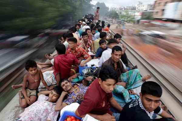 ローラの故郷「バングラデシュ」の通勤電車がカオスだと話題に|| ^^ |秒刊SUNDAY