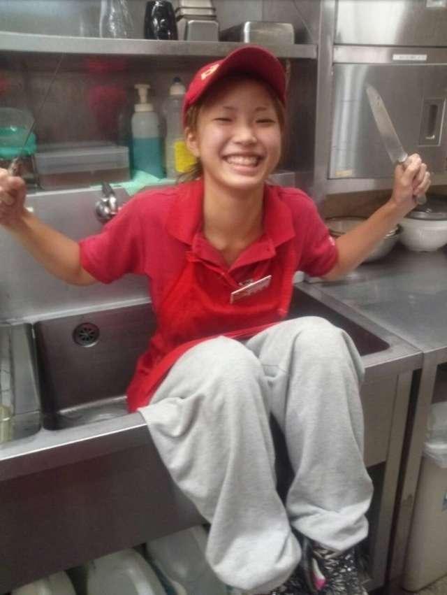 炎上のピザーラ女性店員、西友でもやらかしてた。店は臨時休業し清掃「速やかに警察へ連絡致しました」