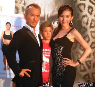 杉本彩(45)が美しい!ミニワンピで美しい姿勢の大切さを力説