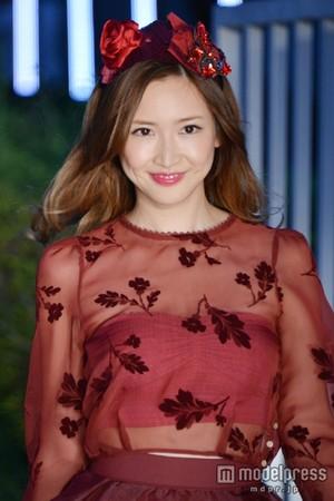 紗栄子、素肌チラ見せでオトナの色気アピール