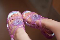 音が出る子供のピッピ靴。あなたは賛成派?反対派?