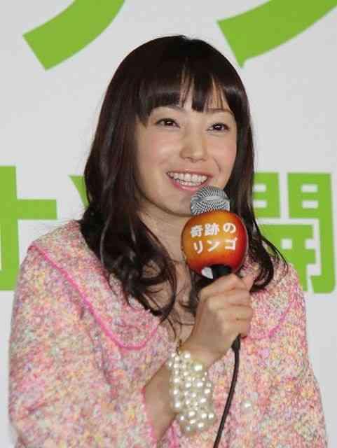 まさか妊娠!?菅野美穂、結婚後初の公の場に登場するも顔ふっくら&ゆったりワンピで憶測を呼ぶw