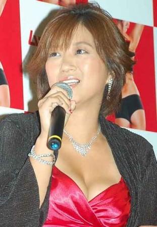 美奈子、胸元強調セクシードレスで登場!新たな出会いを熱望「結婚したい」