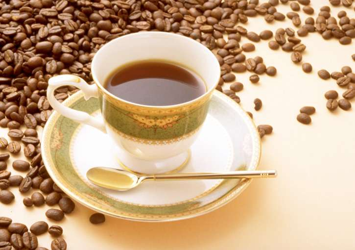 【悲報】55歳未満でコーヒーを1日4杯以上飲んでいると早死にのリスクが高まると判明