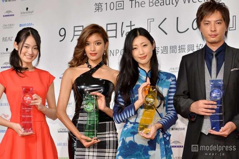 The Best of Beauty 2013授賞式に出席したローラが大変身!「まるで大人になった気分」