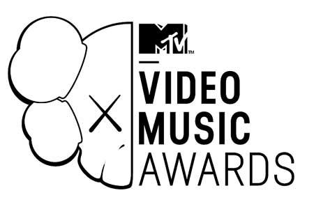 「MTVビデオ・ミュージック・アワード2013」に登場した歌姫たちの衣装をご覧ください