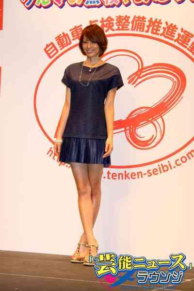 米倉涼子、ミニスカート姿で変わらない美脚を披露.「あたりまえ点検」イベント