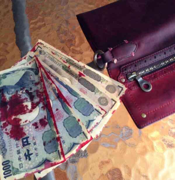 【閲覧注意】「大雨のせいで、お札に財布の色が色落ちした!」これはヤバい((;゚Д゚))
