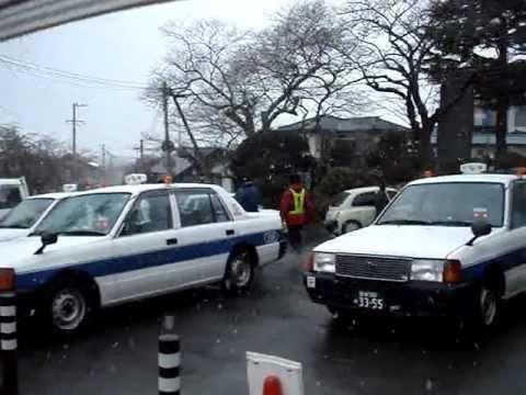 3・11津波前に日和山に避難した門脇小学校の子供達 - YouTube