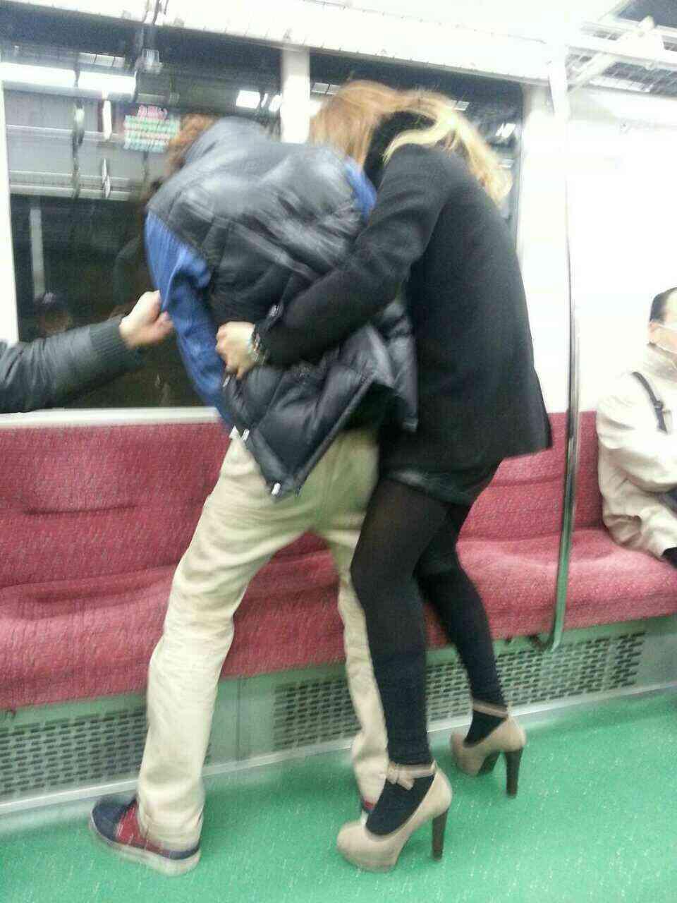 【悲劇】オシッコの上に座る乗客…。