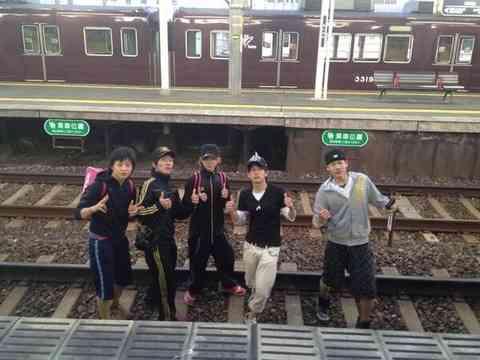 【バカッター】またまた線路に入り撮影する若者が…