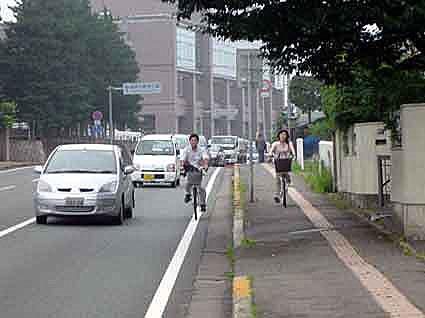 自転車の 自転車 車道 歩道 法律 : ... なる」自転車のNGな乗り方10例