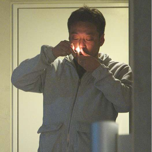 AKBグループ総支配人・戸賀崎智信氏の脱法ハーブ吸引現場を激写!複数の女子大生と不倫行為も