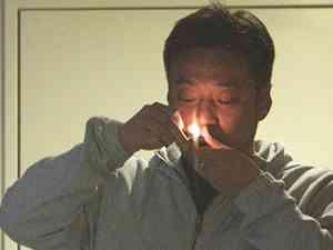AKB総支配人の脱法ハーブ吸引現場を激写! | スクープ速報 - 週刊文春WEB