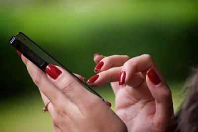 Facebookよりヤバい既婚女性がハマる「不倫の温床」2種 | 「マイナビウーマン」