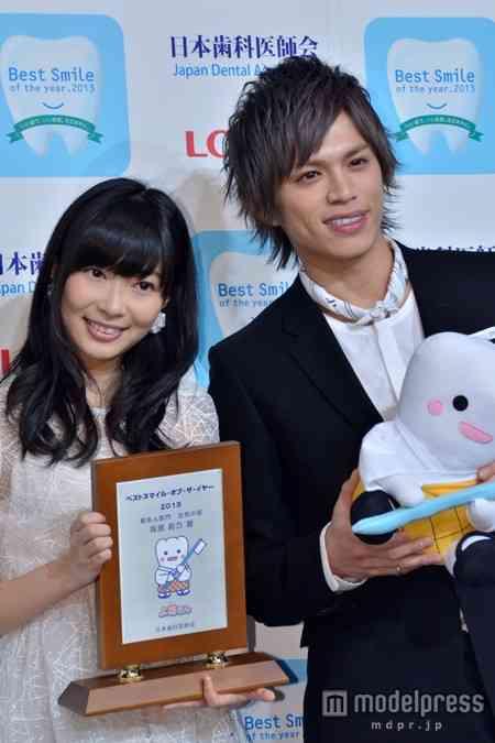 指原莉乃、今年もっとも笑顔が輝いた著名人「ベストスマイル・オブ・ザ・イヤー2013」受賞