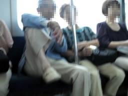 「後からお友達がくるそうです。おとしよりはえらいですね」電車内でマナー違反? Twitterにアップされた画像が話題に
