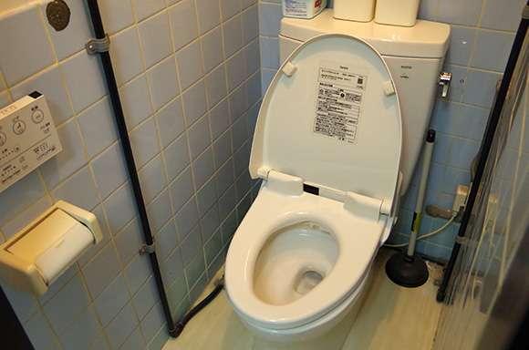 意外に知らない家庭の衛生学11選「トイレのフタをせずに水を流すと尿便の菌が2メートル近く飛ぶ」など | ロケットニュース24