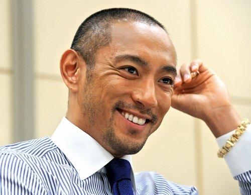 市川海老蔵、「あまちゃん」の前髪クネ男に変身!