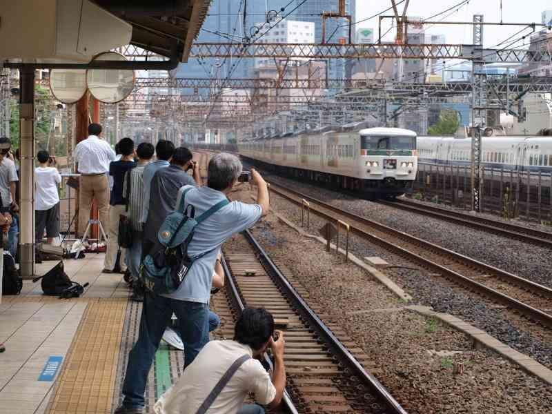 また撮り鉄…しなの鉄道169系引退に『撮影のため路側帯を塞ぐ、畑仕事の邪魔、無断駐車』などの迷惑行為