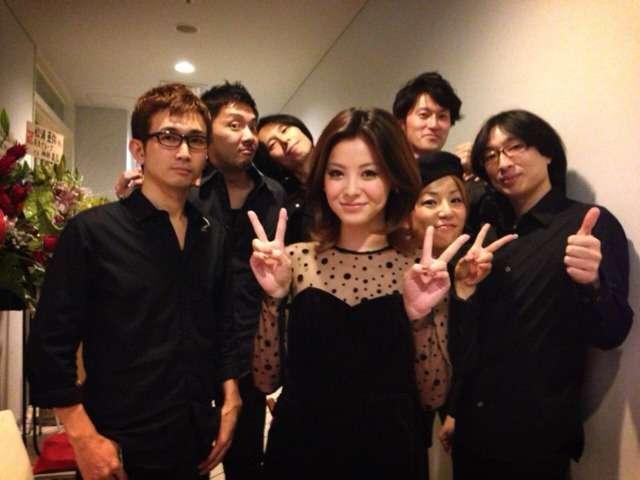 昨日今日と二日間松浦亜弥ちゃんのコットンクラブでのライブでした。亜弥ちゃんの歌も本当に素晴らしくバンドも楽しくやらせていただきました!!楽屋ではお腹が痛くなるほど笑いステージでは魅せてくれる素晴らしい仲間達です!またやろうねー。|kikuchicchiの投稿画像