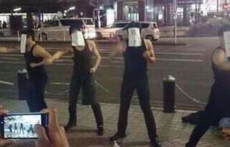 【ワロタ】横浜駅で「リア充爆破しろ!」と叫びながら正拳突きする集団現るwwwwwwww : はちま起稿