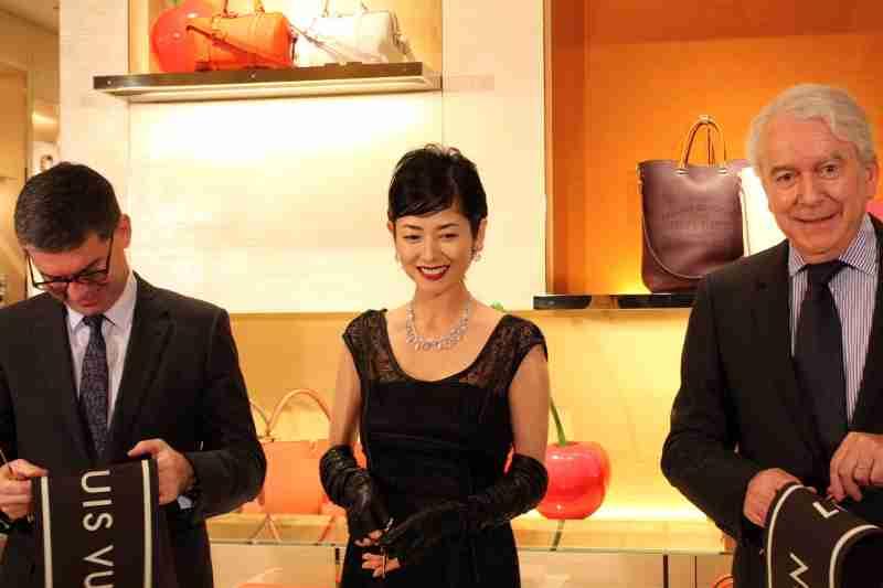 真木よう子、3千万円のルイ・ヴィトン衣装で登場もメイクが変だと話題にw