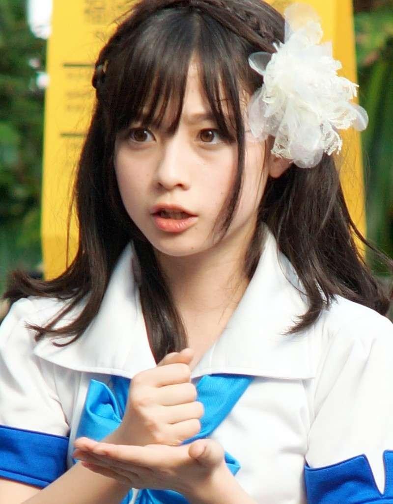 """""""天使すぎる""""と話題の橋本環奈、メガネ姿を初披露。当分は恋愛禁止 彼氏は「三十路になってから」"""
