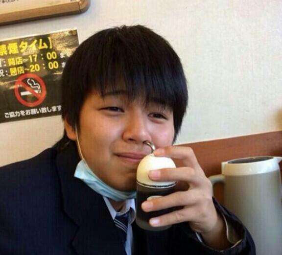 【バカッター】松屋で男子高校生が鼻に七味を突っ込む→大炎上ww
