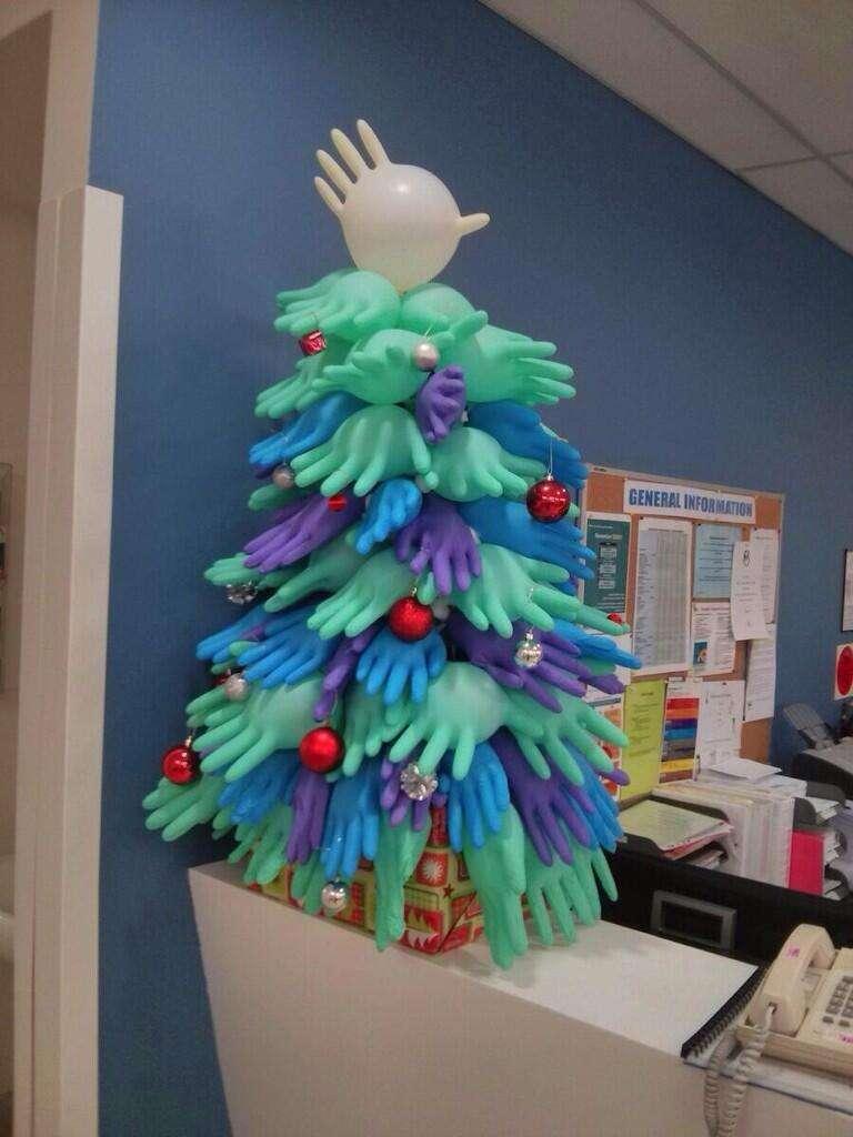 【閲覧注意】病院にあった「クリスマスツリー」が怖すぎるww